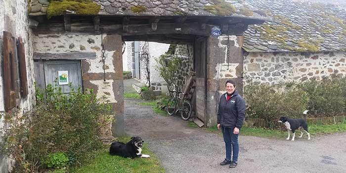 Isabelle sur sa ferme de Dilhac, convertie en AB
